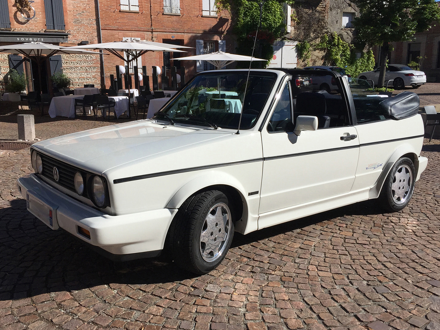 """Volkswagen Golf 1 Cabriolet version Karmann """"Young Line"""" (juillet 1991)"""