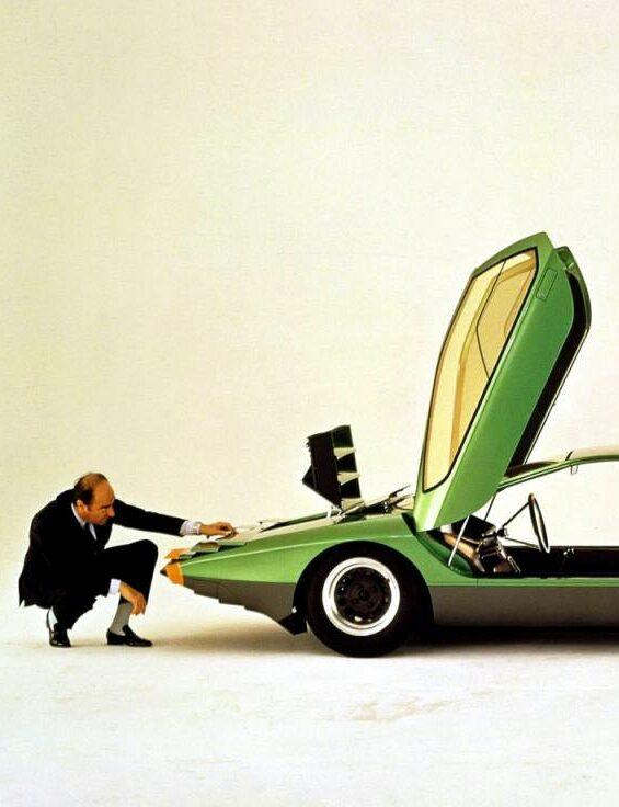 Un jour, des voitures : Carabo, Boomerang, Stratos…